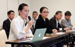 記者会見で「なら国際映画祭」への思いを語る河瀬直美監督(左)