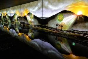 水と鏡を使い神秘的な風景を演出する「大神神社」
