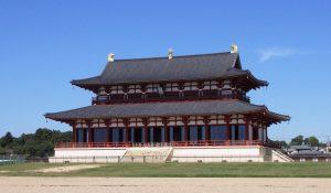 平城宮跡に復元されている基壇上に建つ大極殿