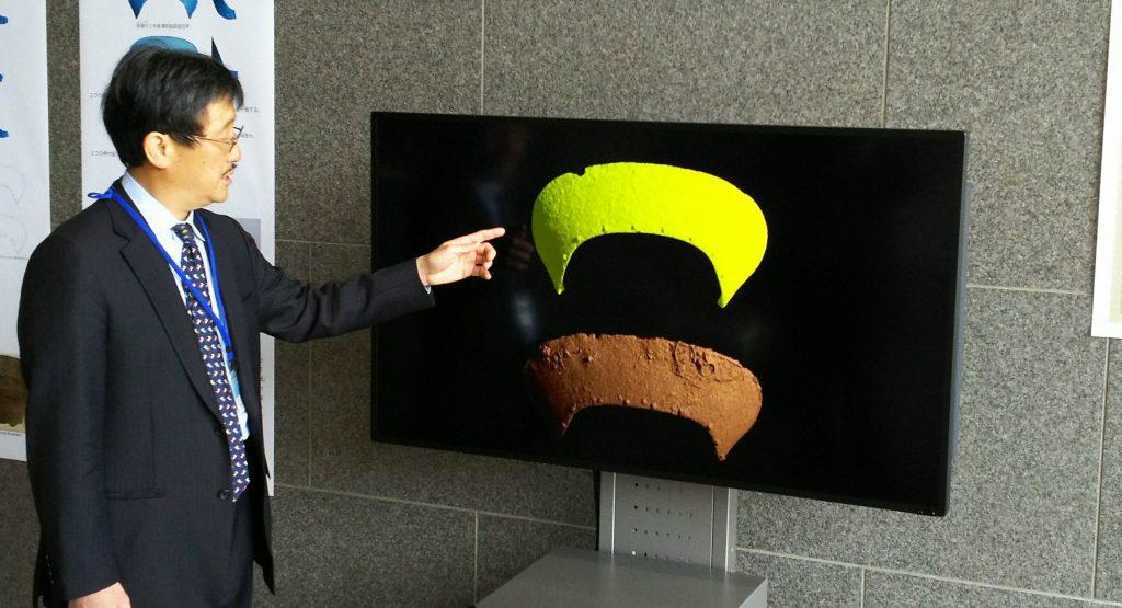 橿考研付属博物館では、別々の遺跡で見つかった押付板が同じであることを示す映像を見ることができる