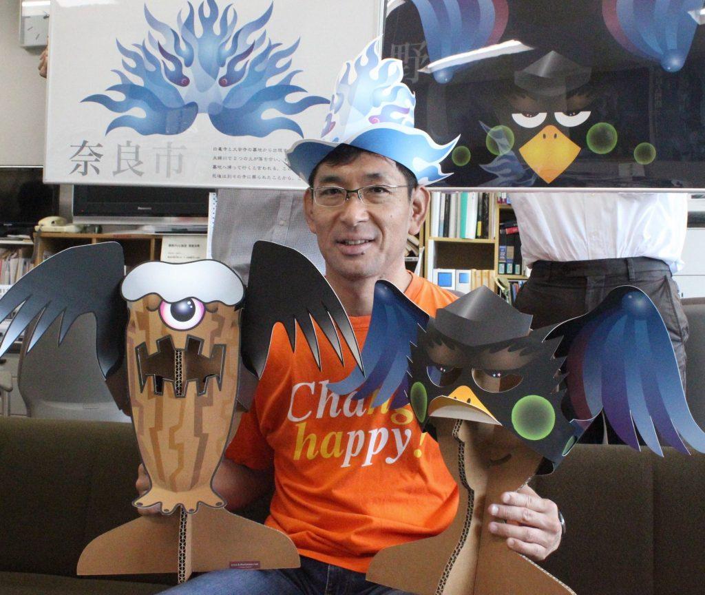 妖怪のカブリモノを披露するチャッピー岡本さん