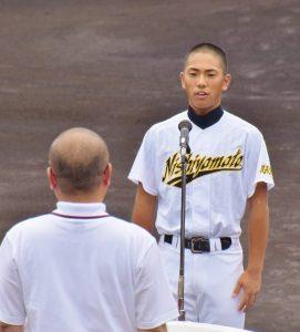 選手宣誓する西大和学園の竹田一星主将