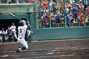 香芝は五回、4番田原が大会第1号本塁打を放った