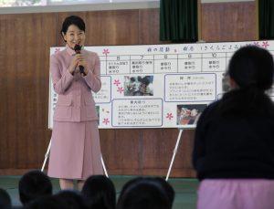 吉永小百合さん 吉野小訪問(ヨコ)2