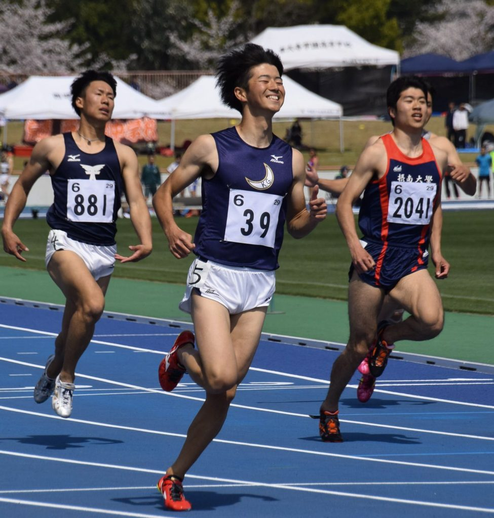 笑顔でゴールする多田修平選手(中央)